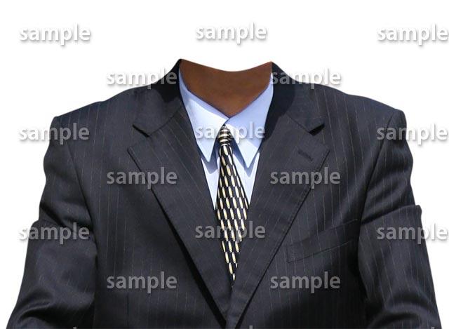 男性紺スーツ正面