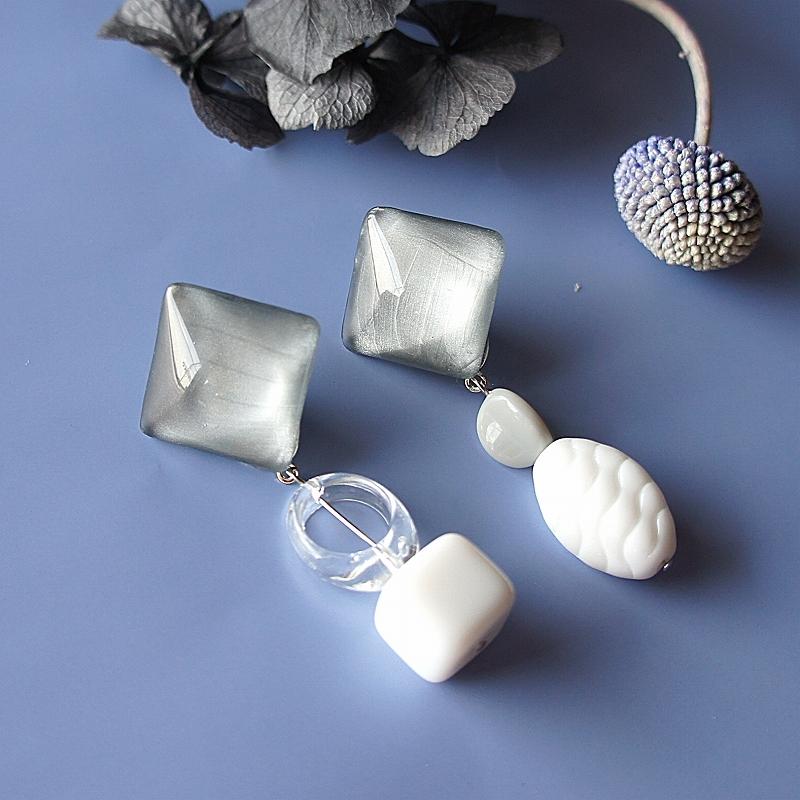 """ Earrings NO.0-1852″ シルバーペイントとヴィンテージビーズ"