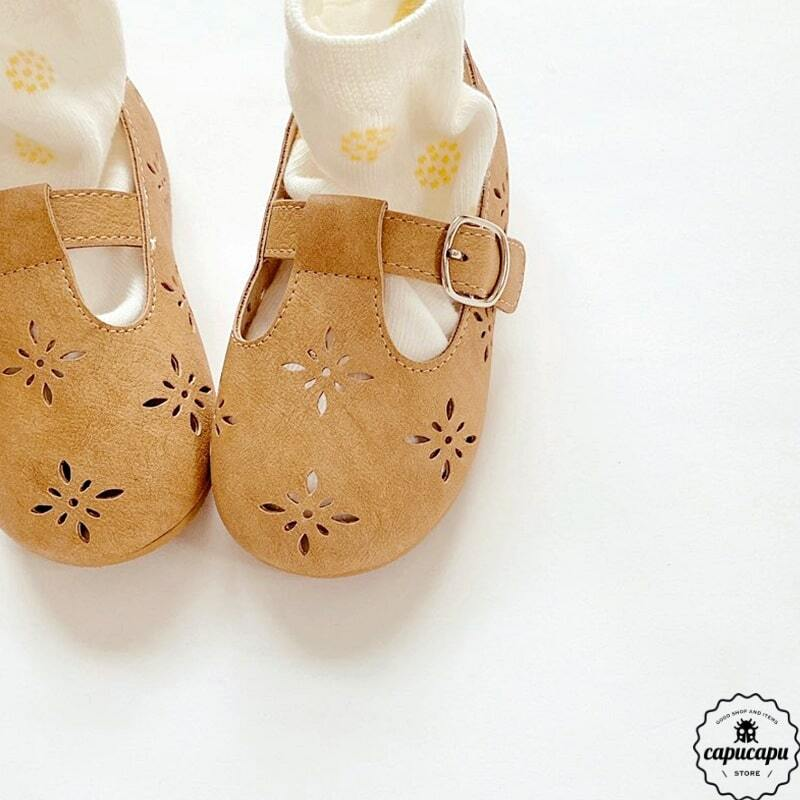 « sold out» T strap shoes