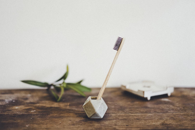 陶器の歯ブラシホルダー アッシュグレー 幾何学  / Ceramic Toothbrush Holder Ash-Grey