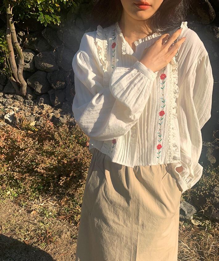 レトロ刺繍シャツ