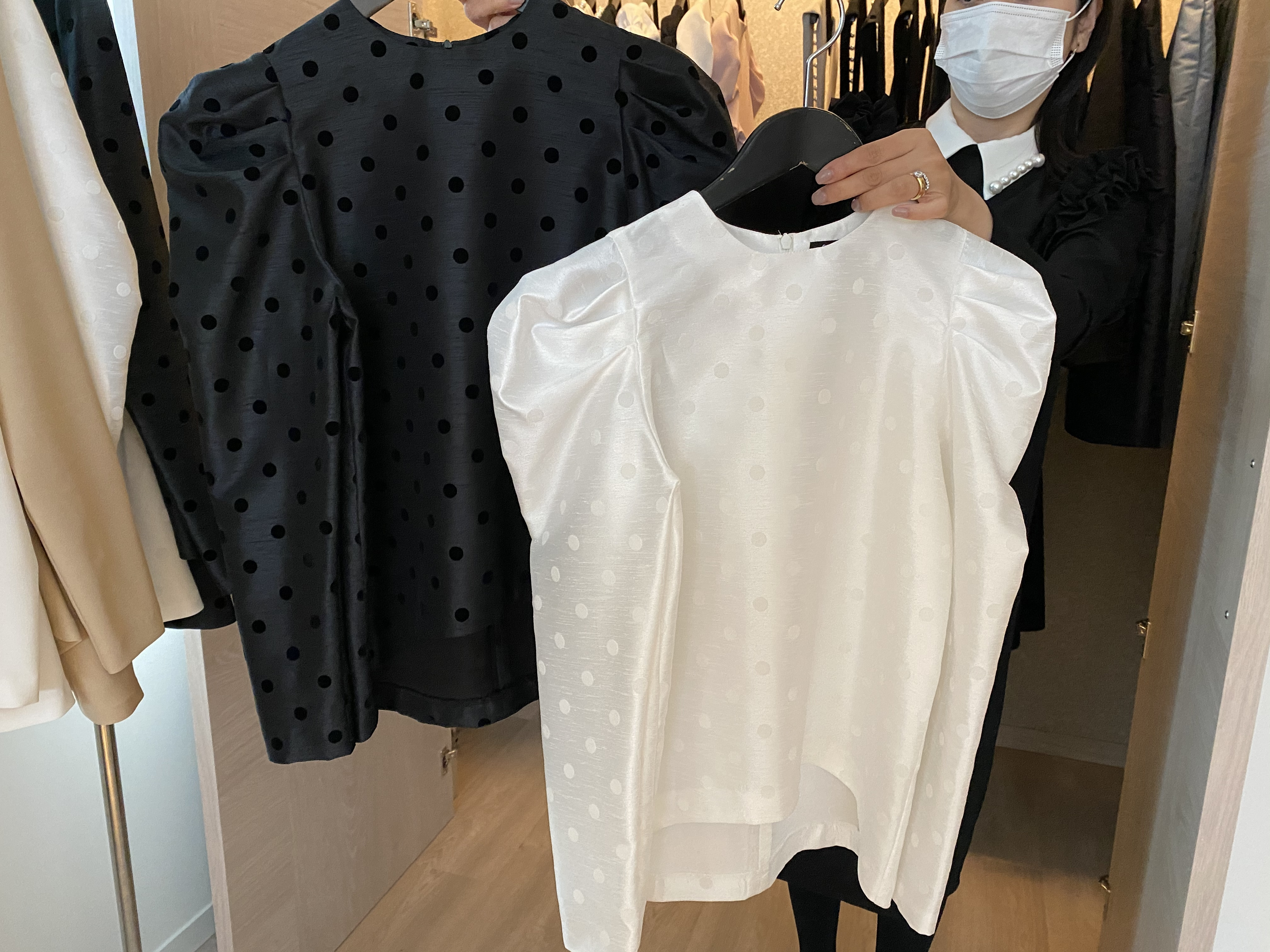 hue DAY TO EVENING PUFF CUP-SLEEVE LONGSLEEVE BLOUSE