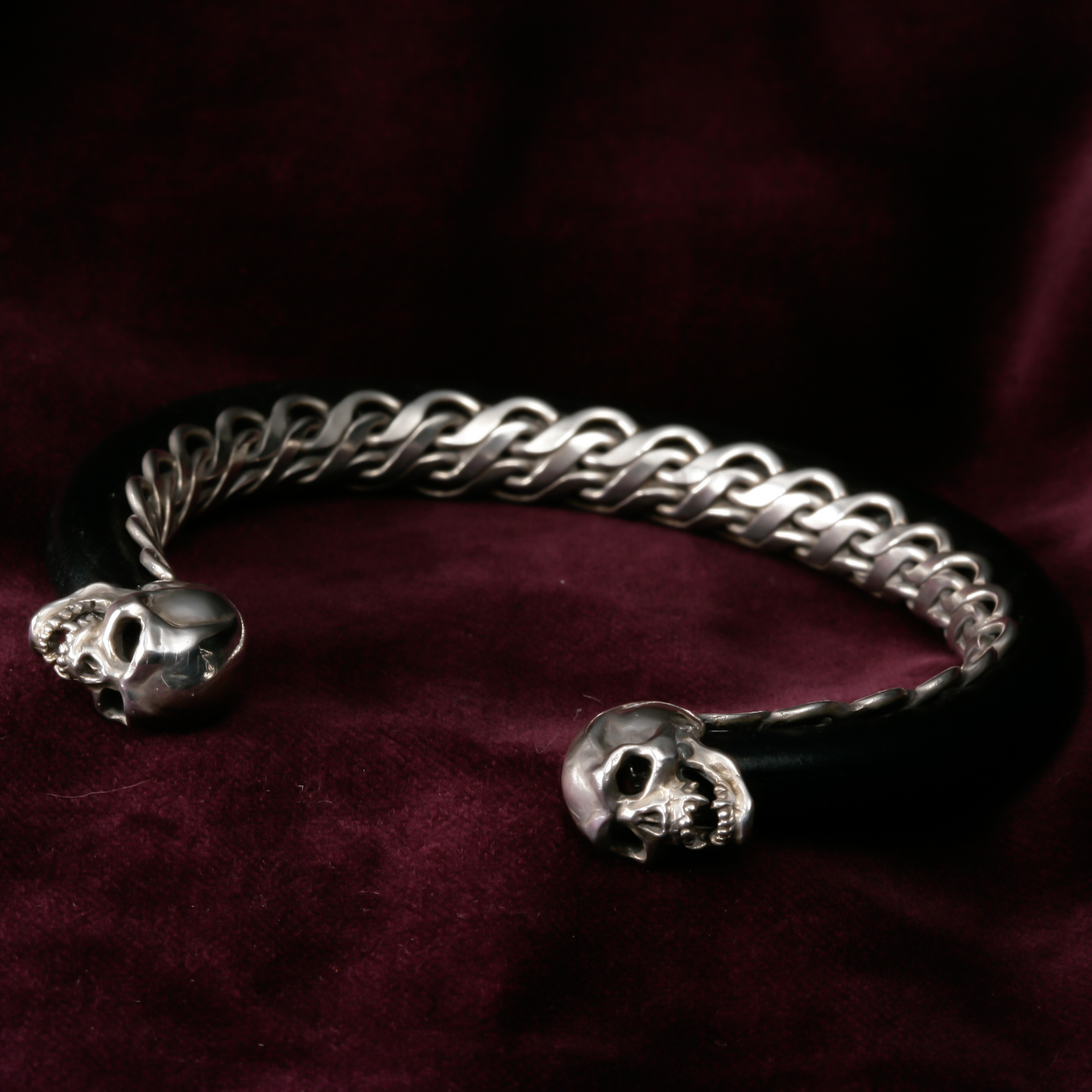 SkullSnake Bangle with Rod-Shaped Leather
