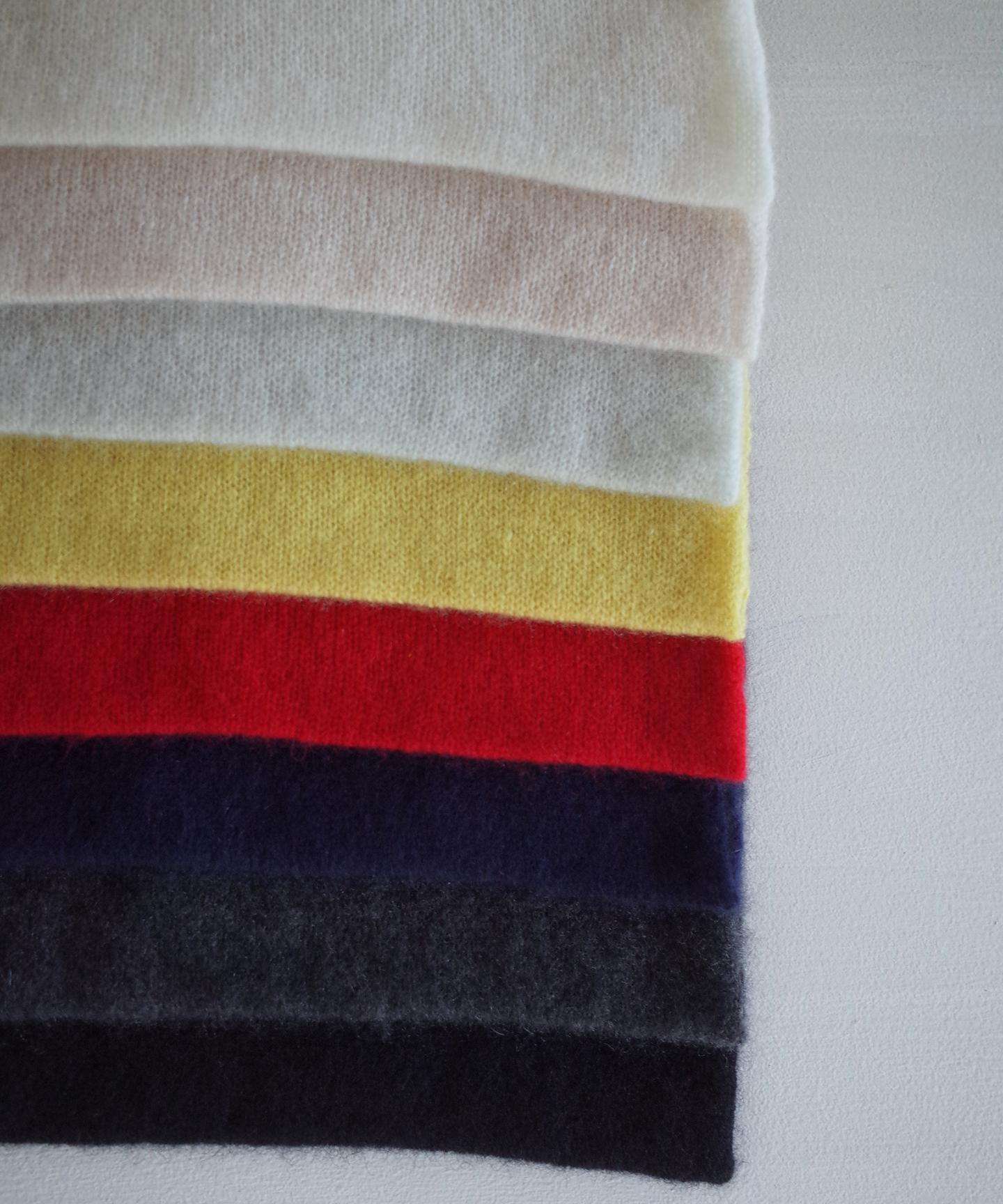 【予約販売】手編み機で編んだカシミヤ糸(NO.18)のベスト (CAA-920)