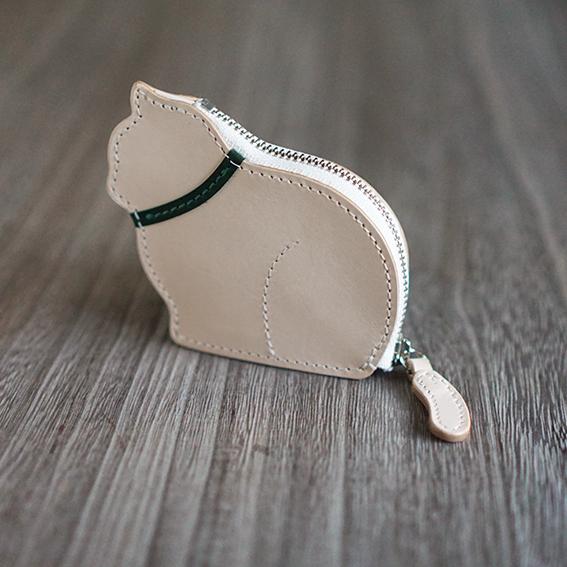 [クリスマス限定カラー]お座り子猫のコインケース・ナチュラル×グリーン