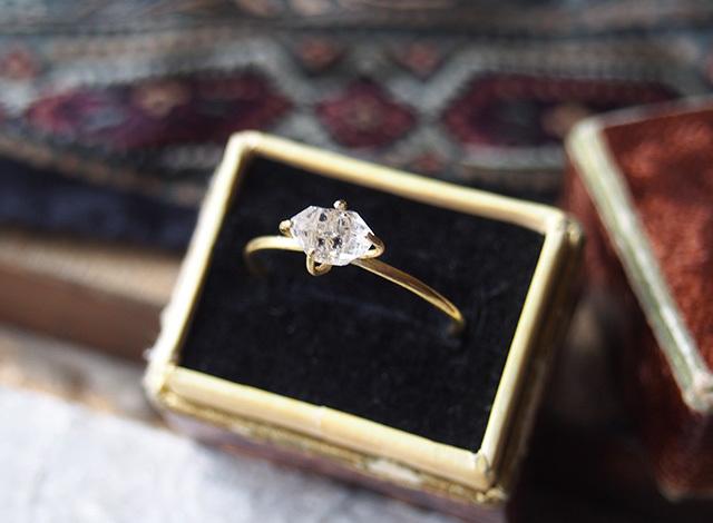 原石のハーキマーダイヤモンドのリング
