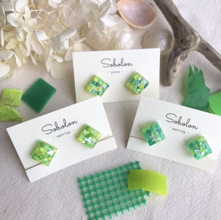 スクエアデザイン【緑】海洋プラスチックを素材にした一点物デザインピアス/イヤリング
