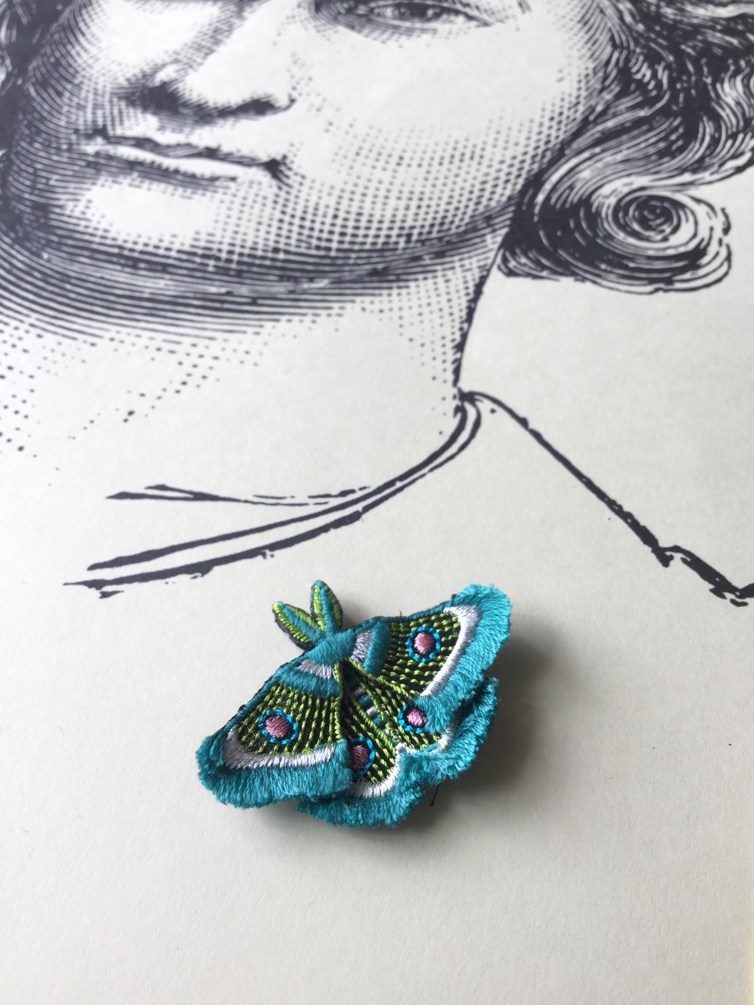 ARRO / 刺繍 ブローチ / MOTH / green