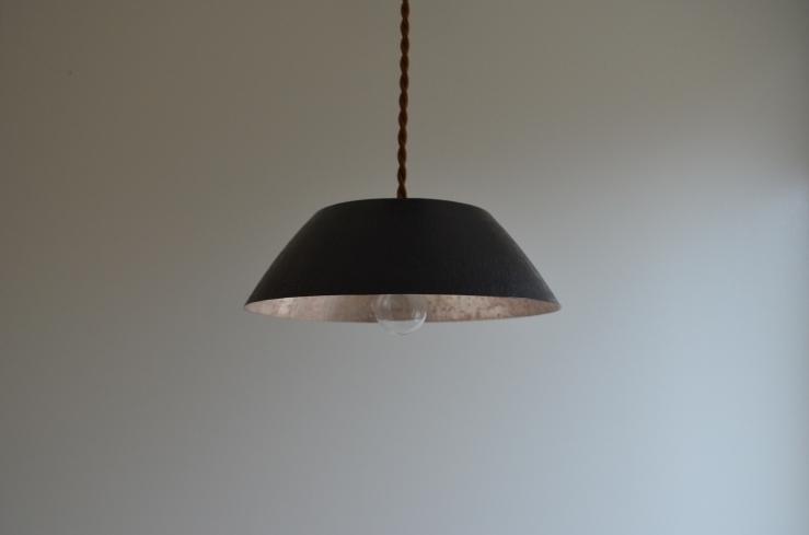 ランプシェード M / 銅(黒)/ バケツ型 / 荒らし仕上げ