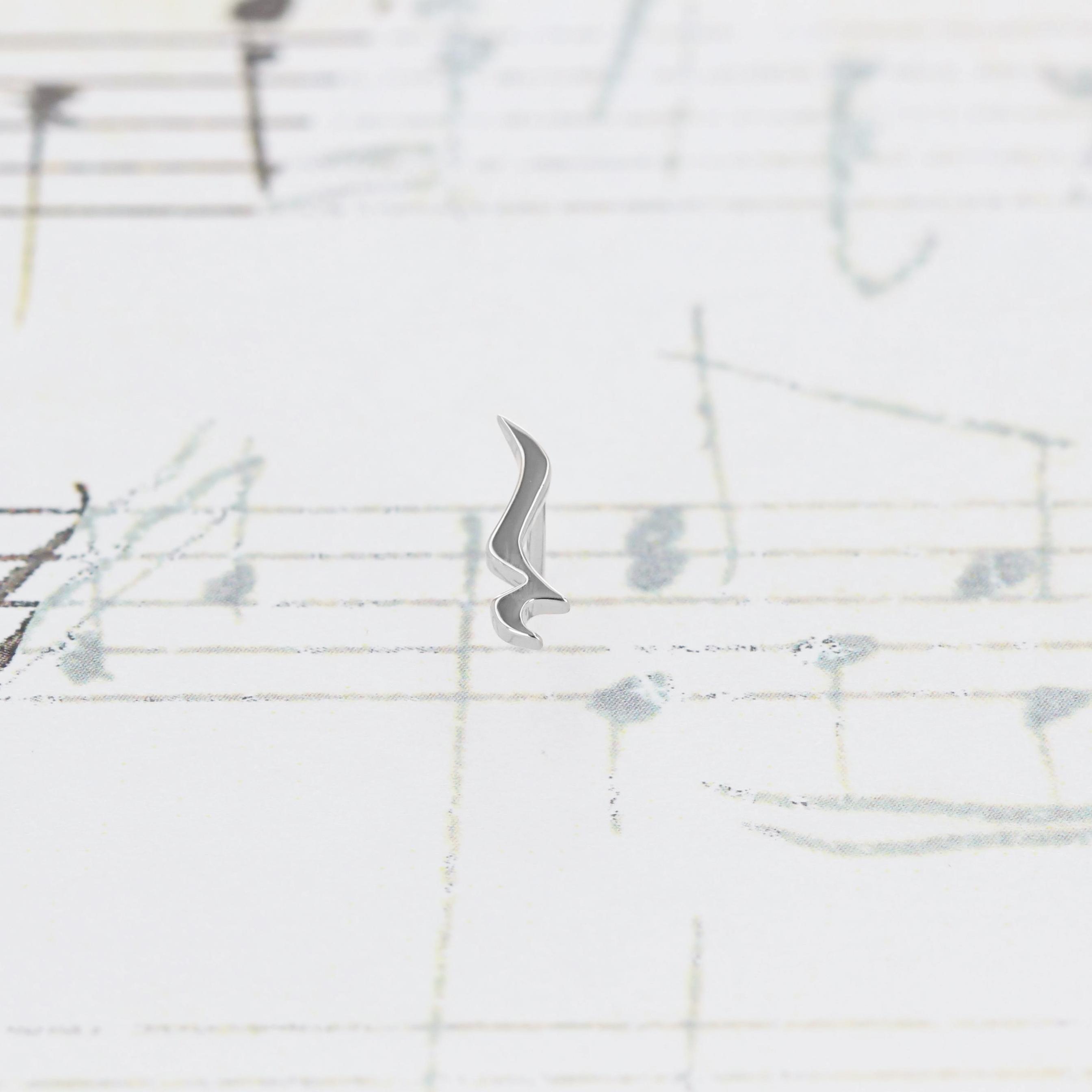 Silver / ピアス (片耳) / 4分休符スタッドピアス