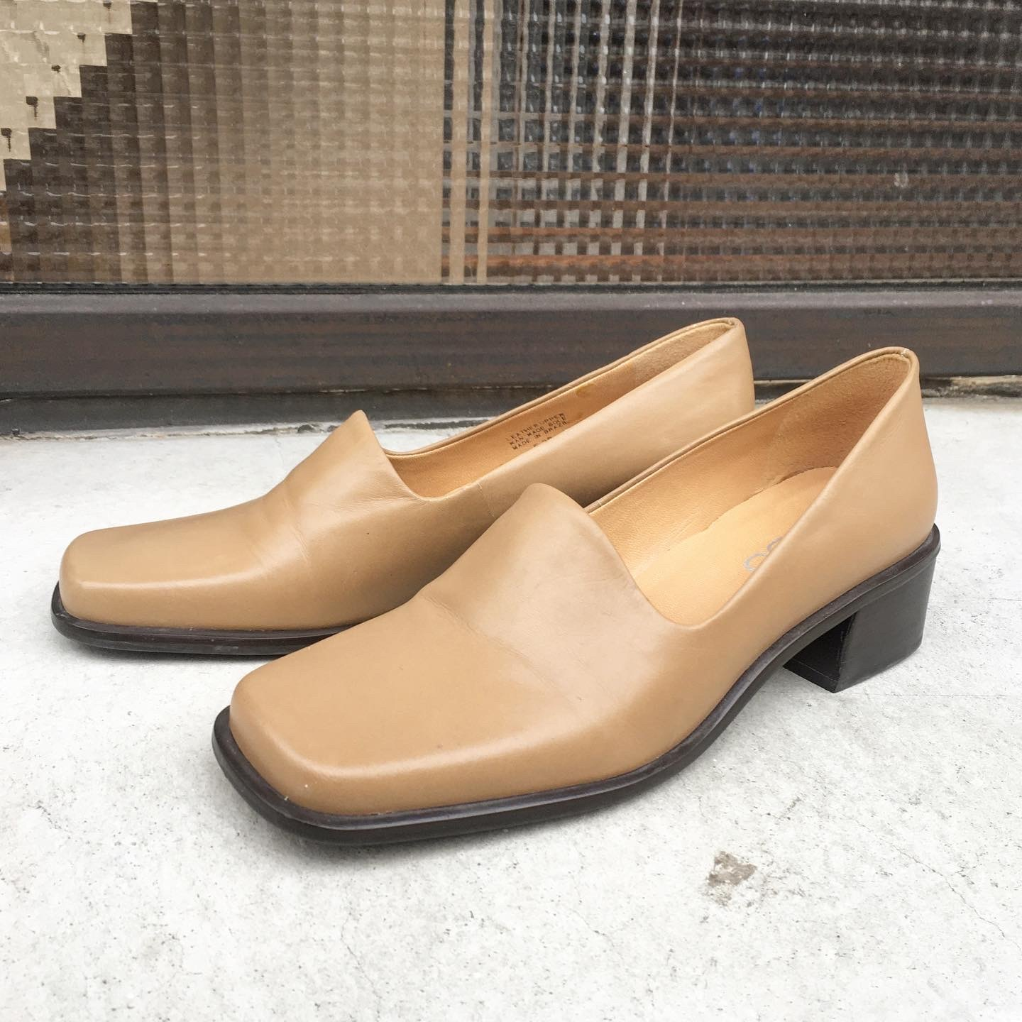 "USED ""   Leather square toe pumps beige """