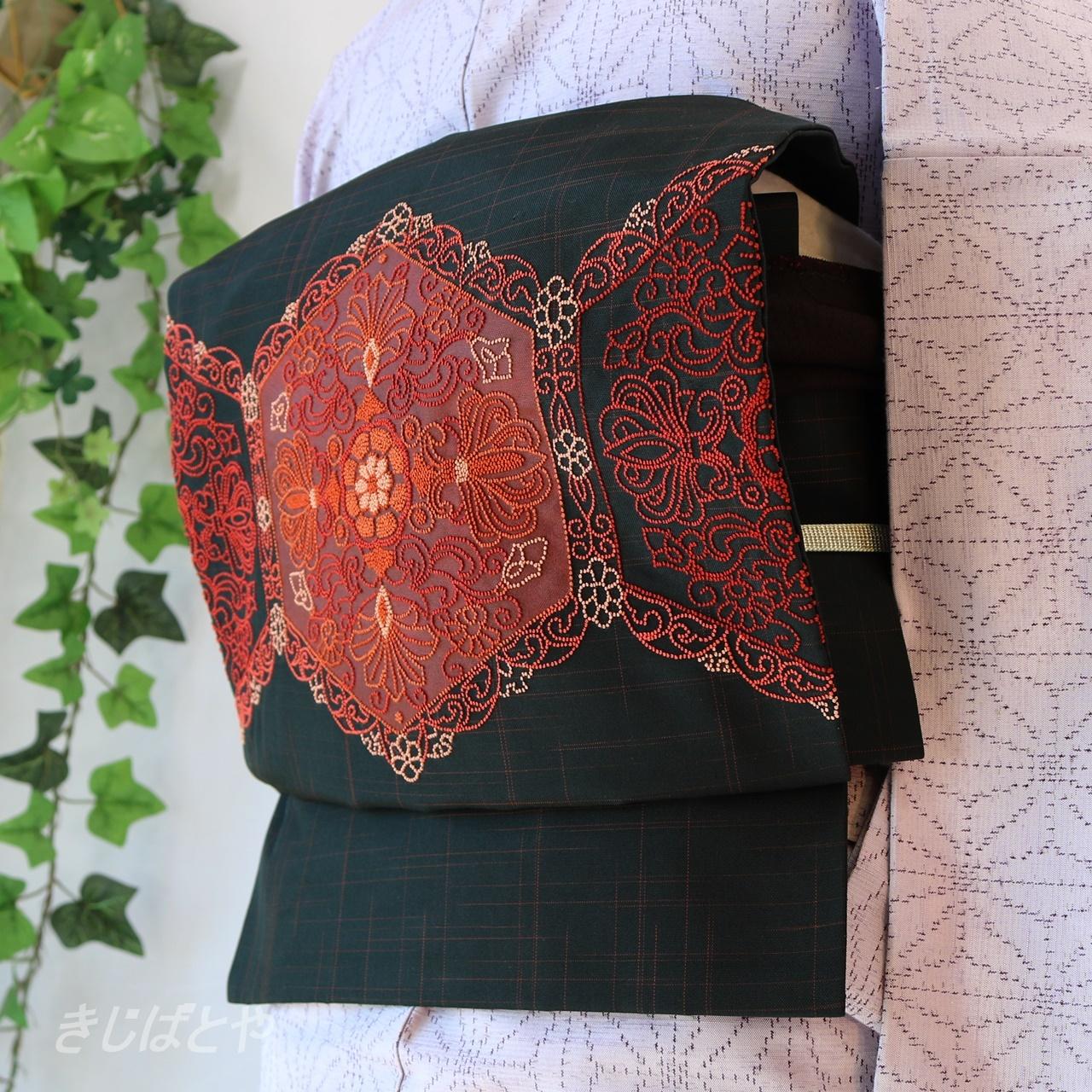 正絹紬 黒地に相良刺繍のなごや