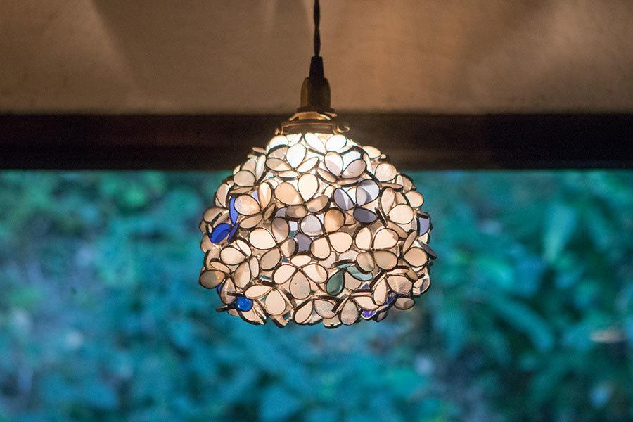 白花 藍染(ステンドグラスの吊りランプ)(ペンダントライト) 01010037