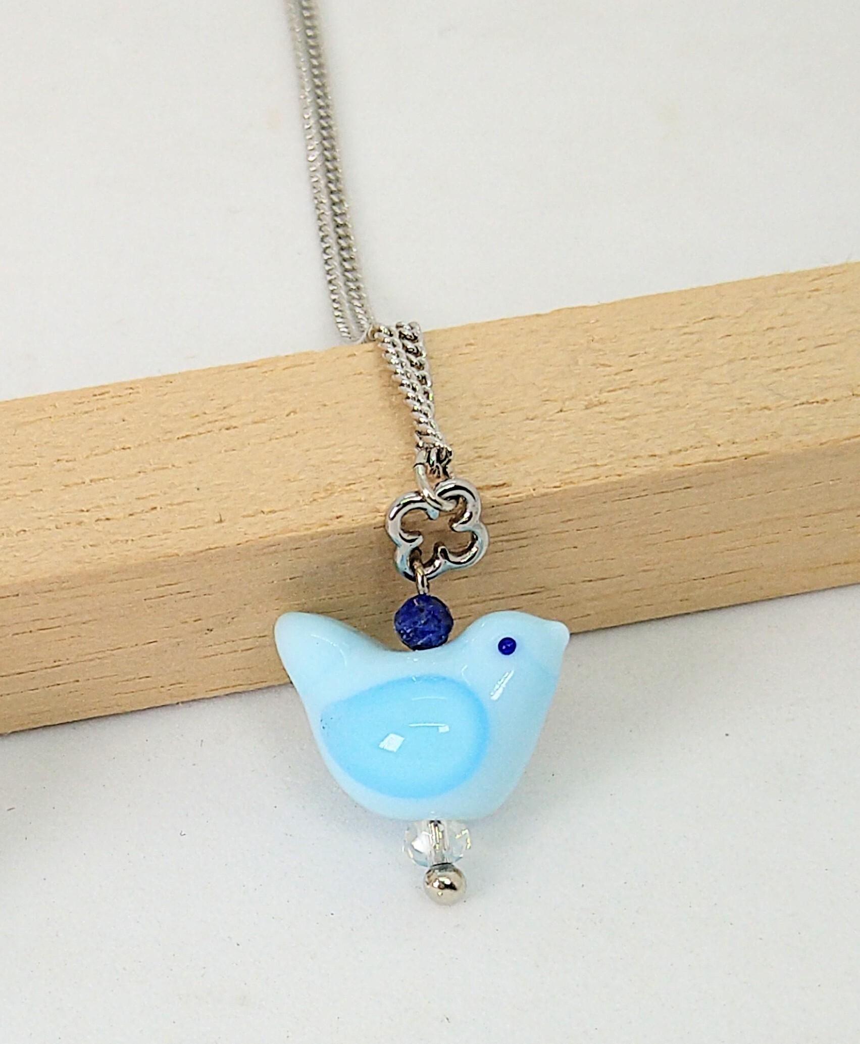 【mami】パステルブルーの小鳥とラピスラズリのネックレス