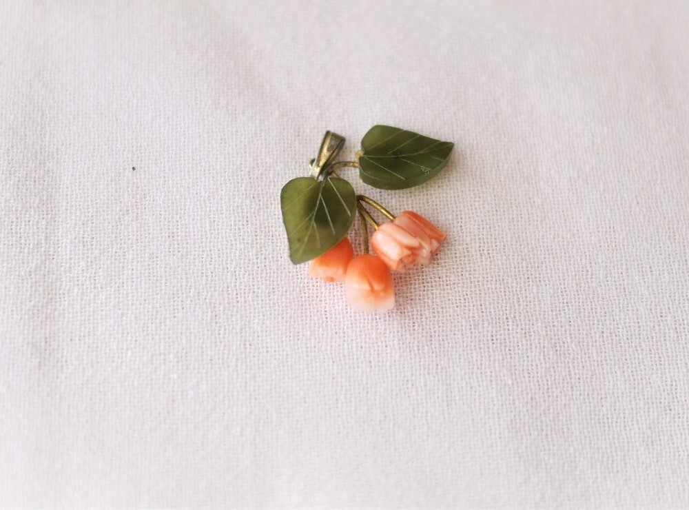 ヴィンテージドイツ 花のペンダントトップ ピンクマーブル