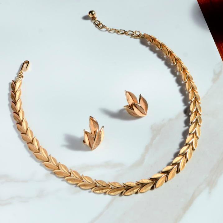 ゴールドモチーフのネックレスとイヤリングのセット【TRIFARI《トリファリ》】