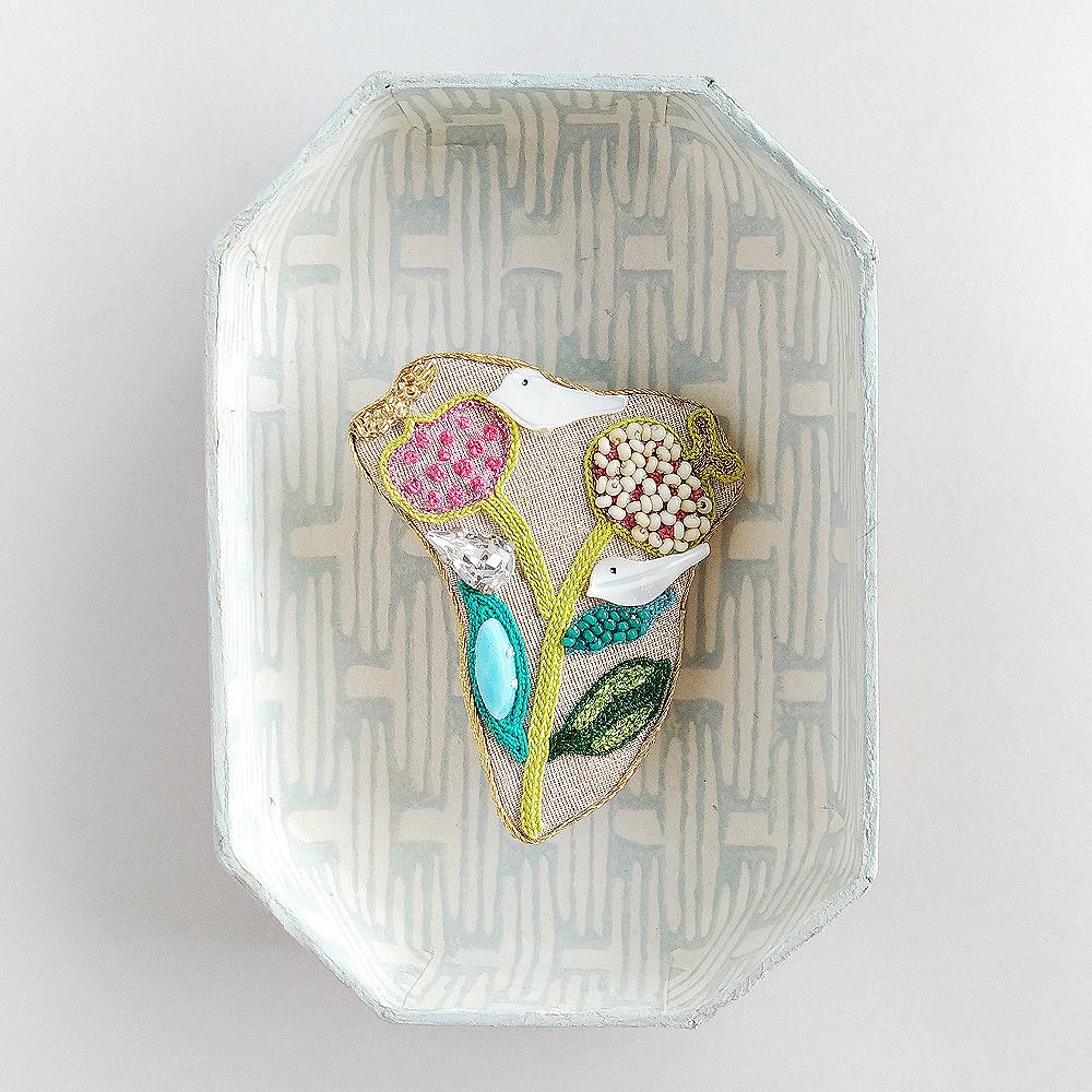 アントワネットポワソン(Antoinette Poisson)コラボブローチ<インディアン植物と鳥>