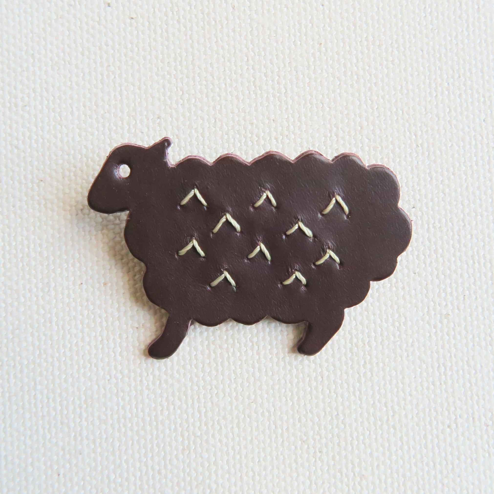Leather brooch sheep D.BROWN