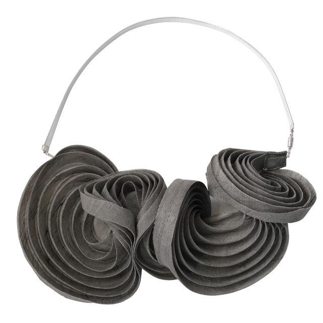 《ネックレス》Pleated necklace Gray