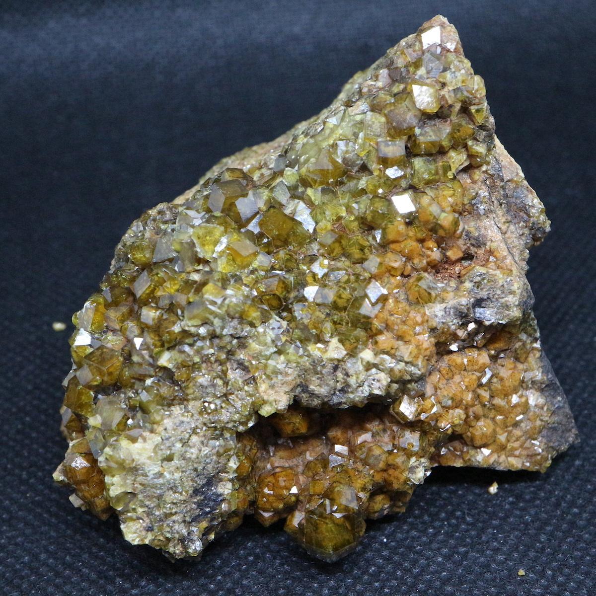 トパゾライト アンドラダイト ガーネット 灰鉄柘榴石 原石 268,9g AND060 鉱物 標本 原石 天然石