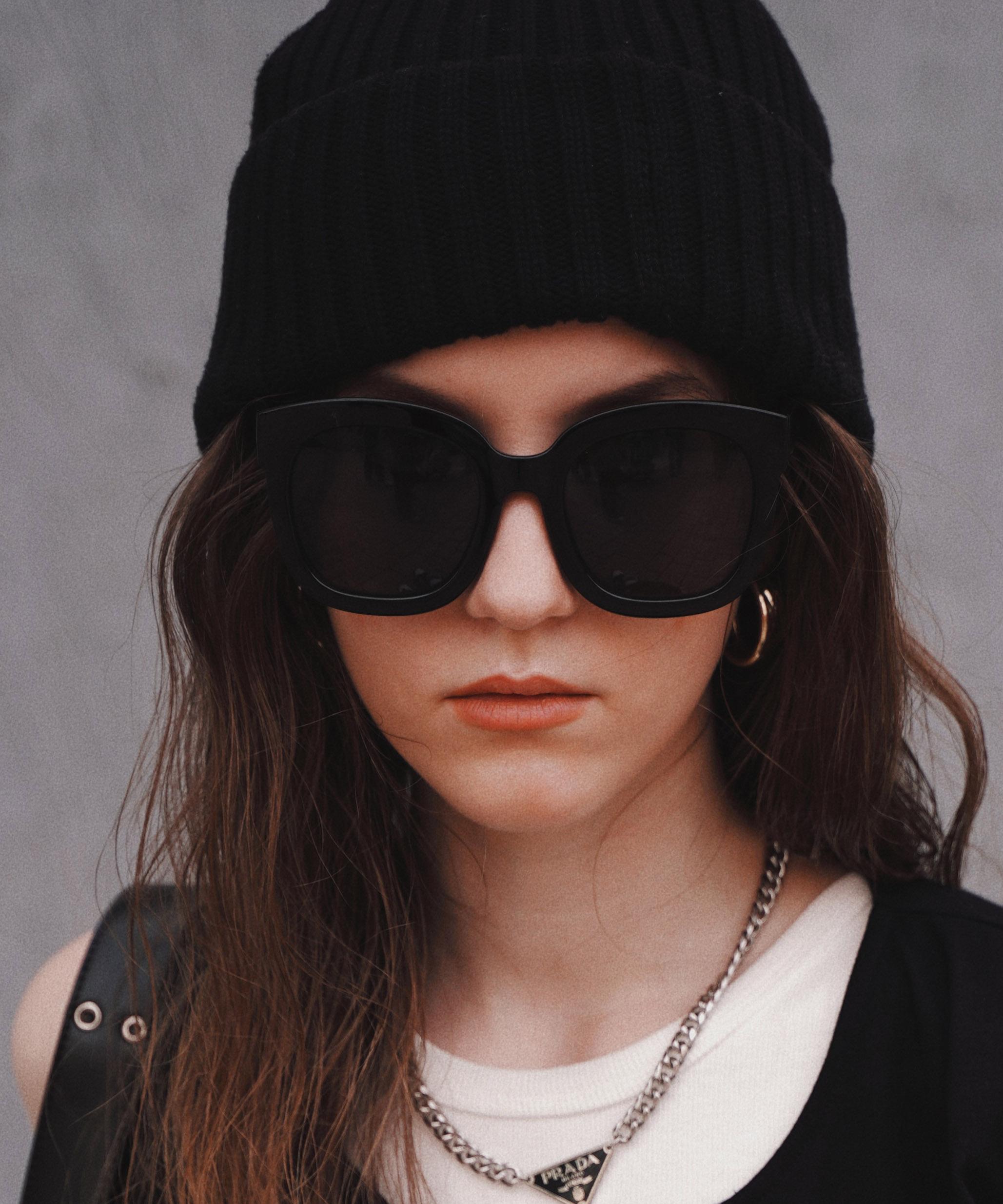 Deformation bulky sunglasses