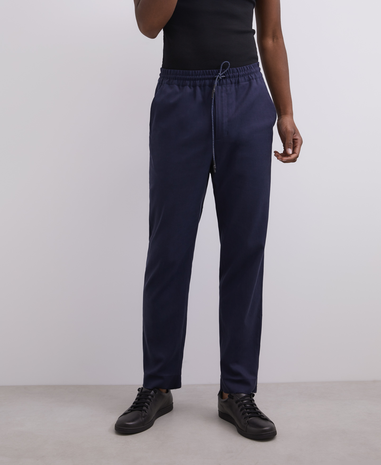 CARROT FIT LYOCELL TROUSERS