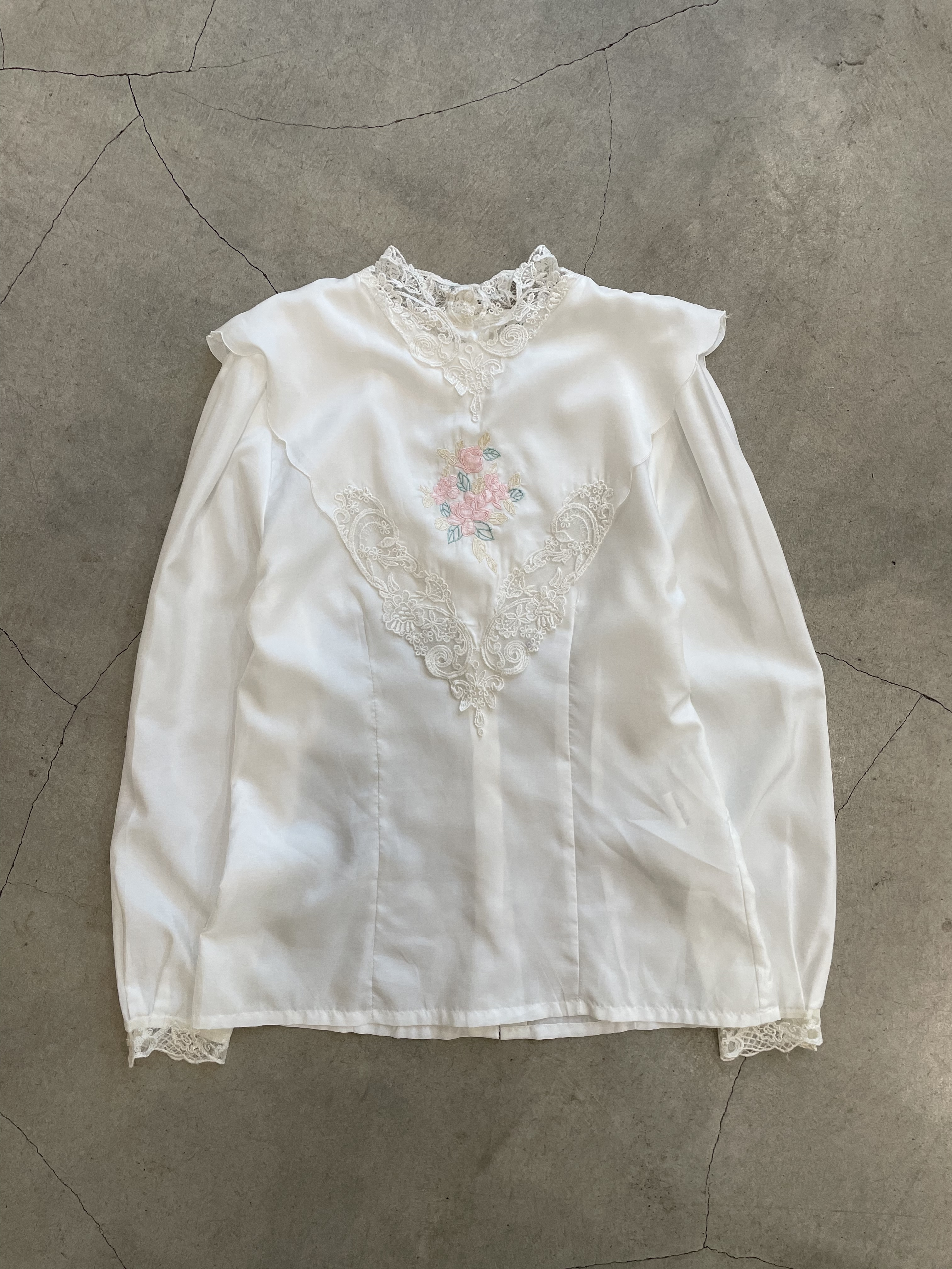 vintage flower embroidery blouse