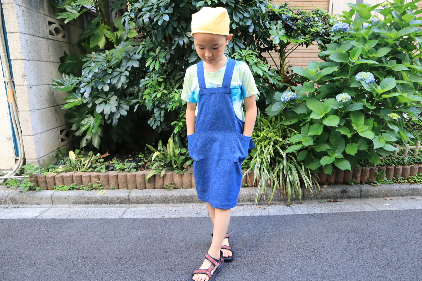 kidsコットンデニム エプロン(三角巾と巾着袋付き)