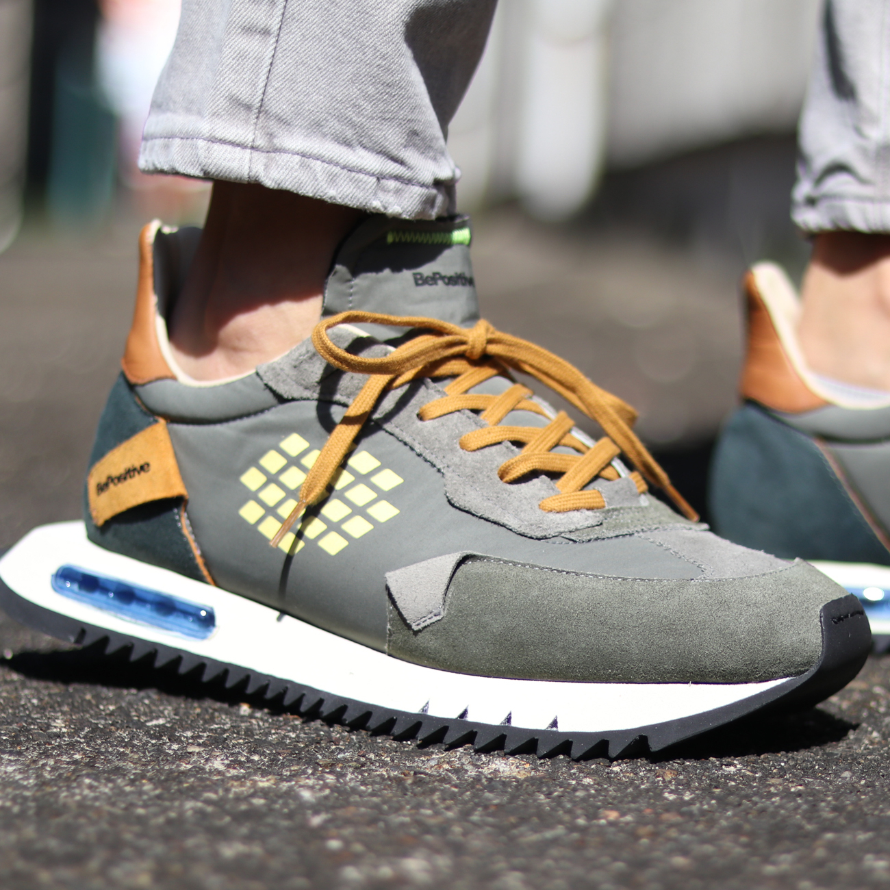 Be Positive/ビーポジティブ Space Run Military Green