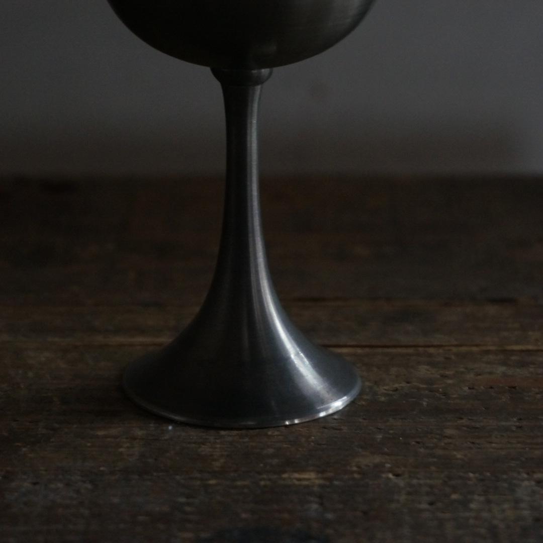 古いブラジルのピューターカップ
