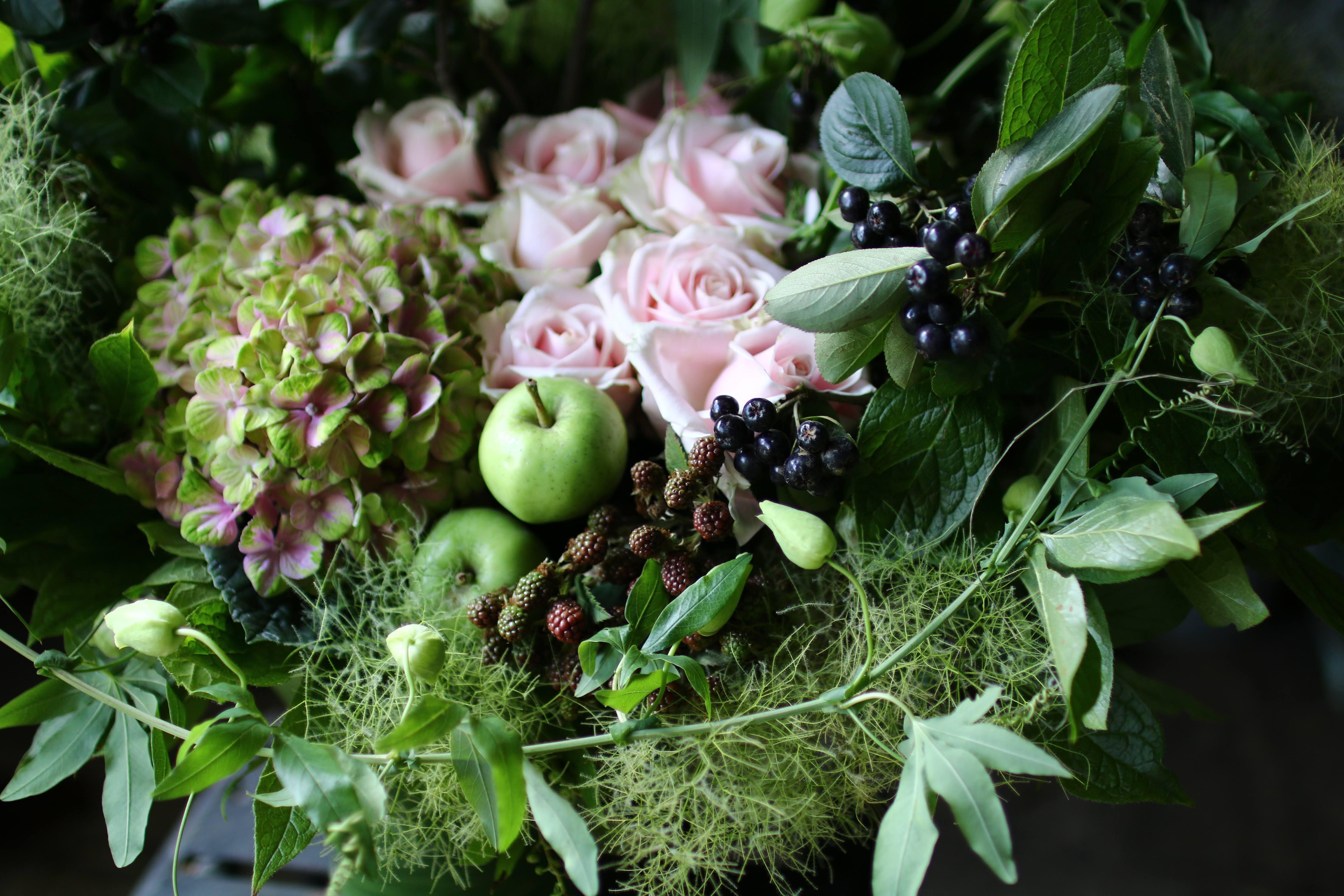 季節のお花のお任せ花束(札幌市内限定)