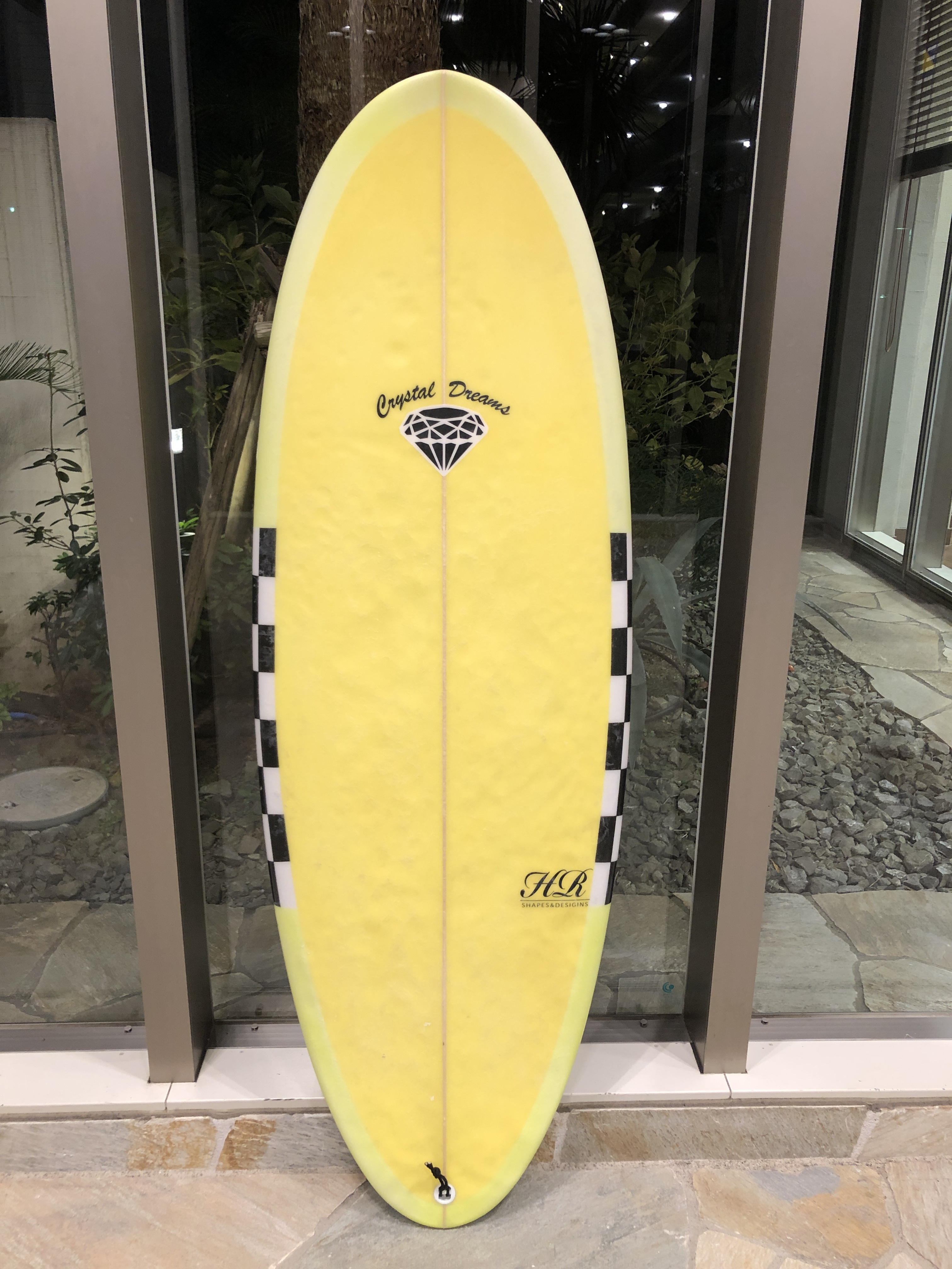 UNIVERSAL  5'5  1/2   USED. board
