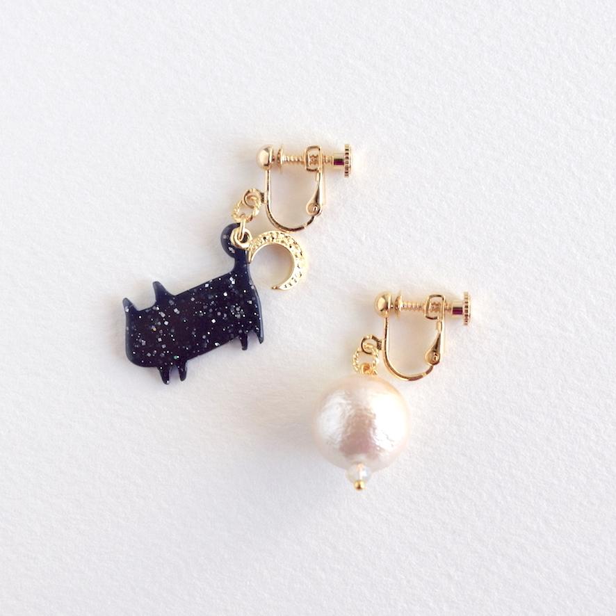 ラメ黒猫  月のイヤリング&ピアス