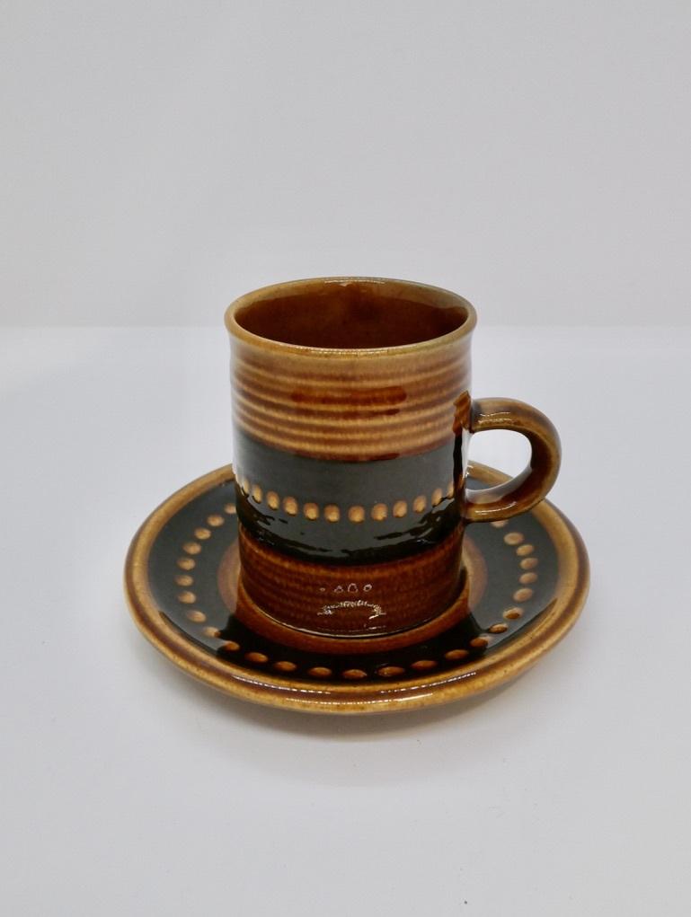 DECO社 ブラウンのカップ&ソーサー