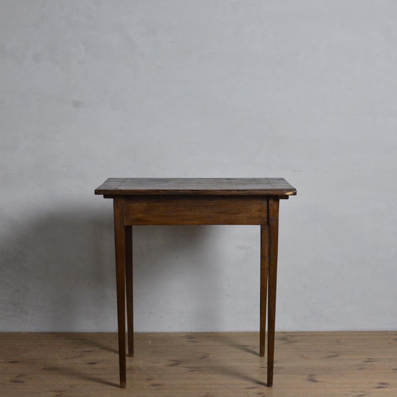 Table  / テーブル〈サイドテーブル・花台・カフェテーブル・宣誓台・作業台〉112207