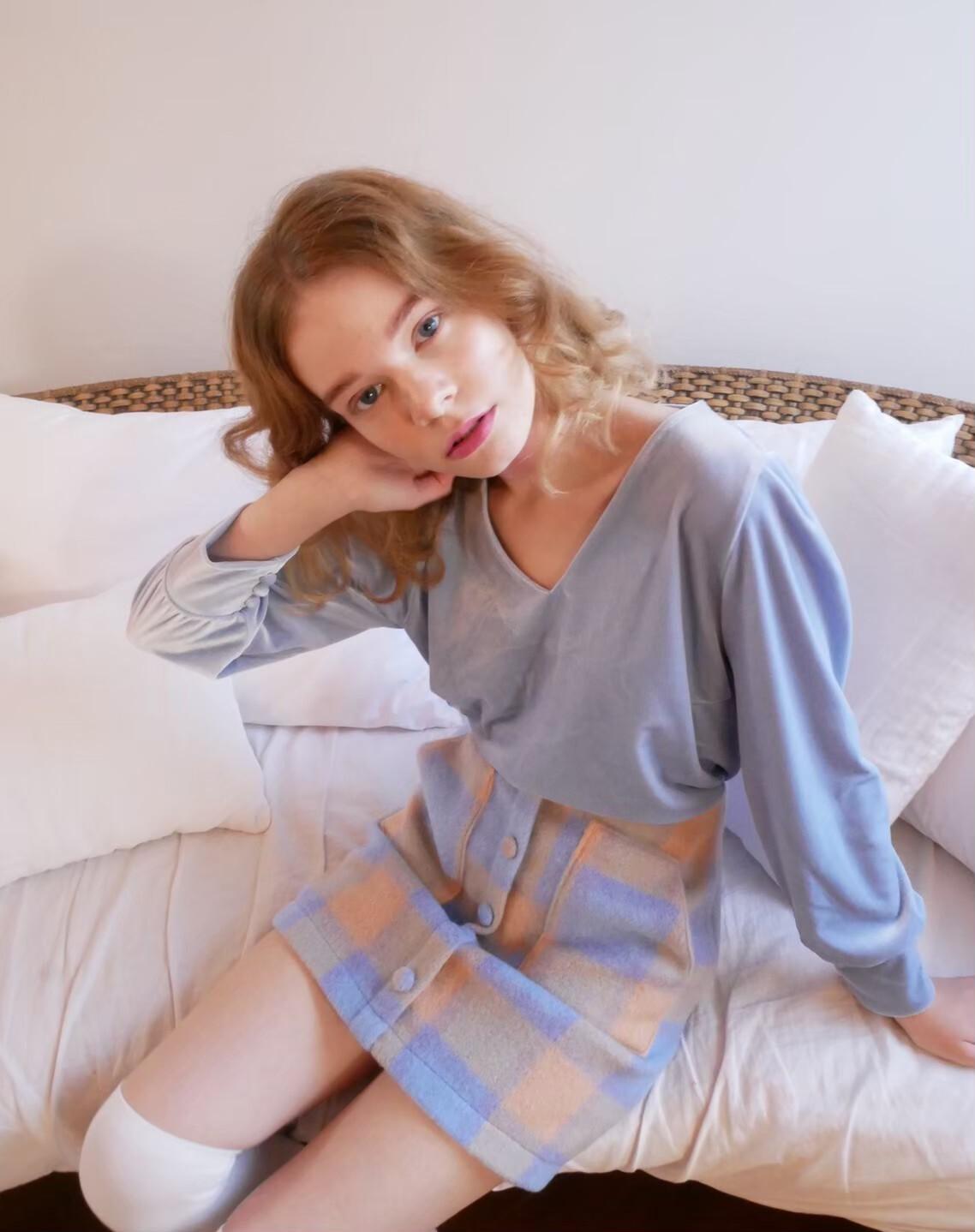 【KissMeLove】Front button tight skirt
