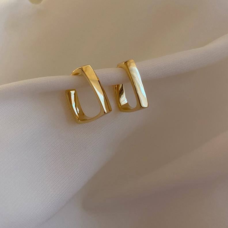 square gold pierce p013