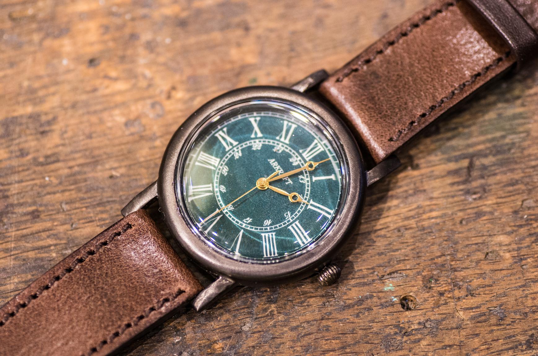 マザーオブパールを使用したディープグリーン色の大き目の腕時計(Andy Large/在庫品)