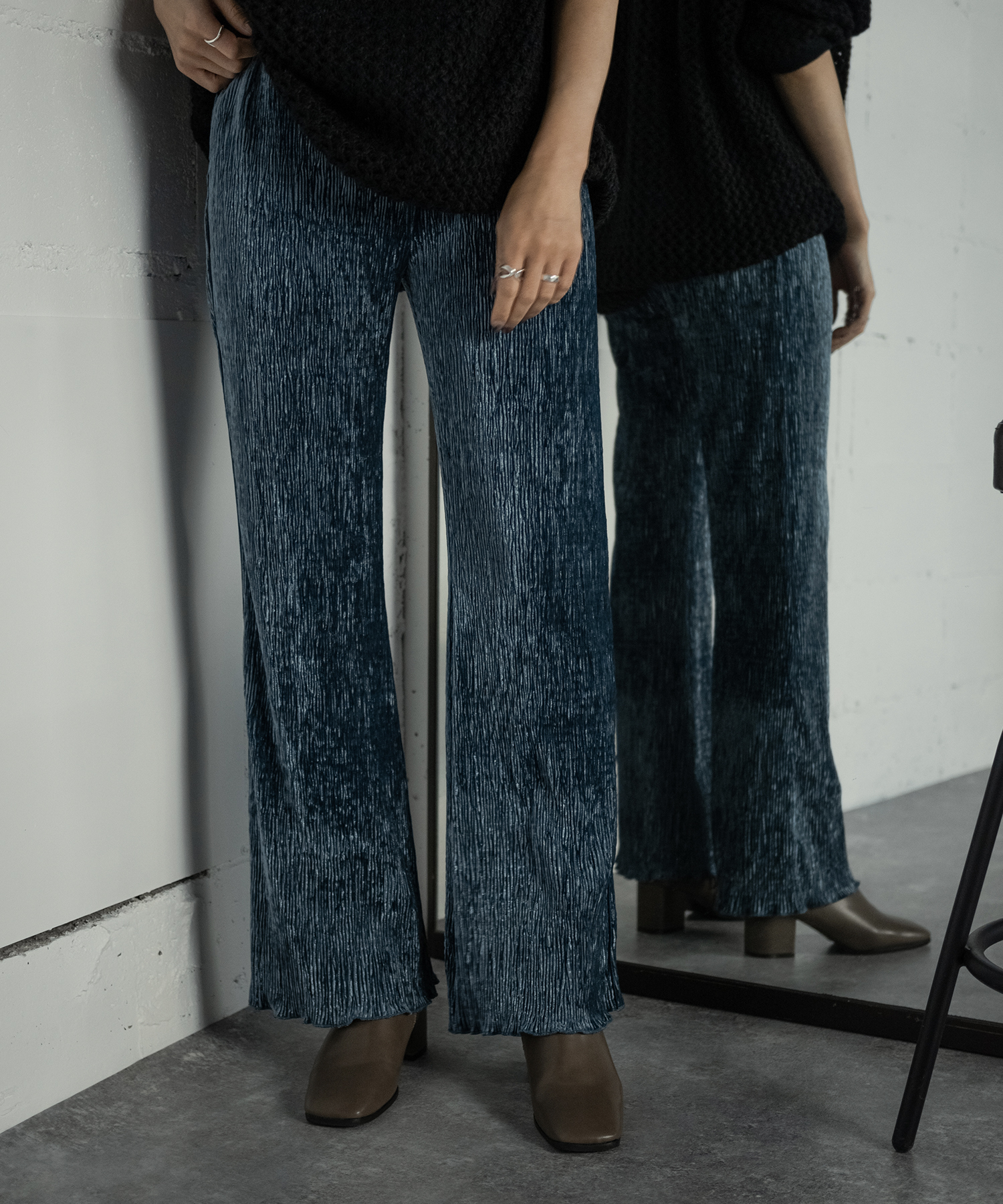 VELOR PLEATS PANTS  (BLUE)