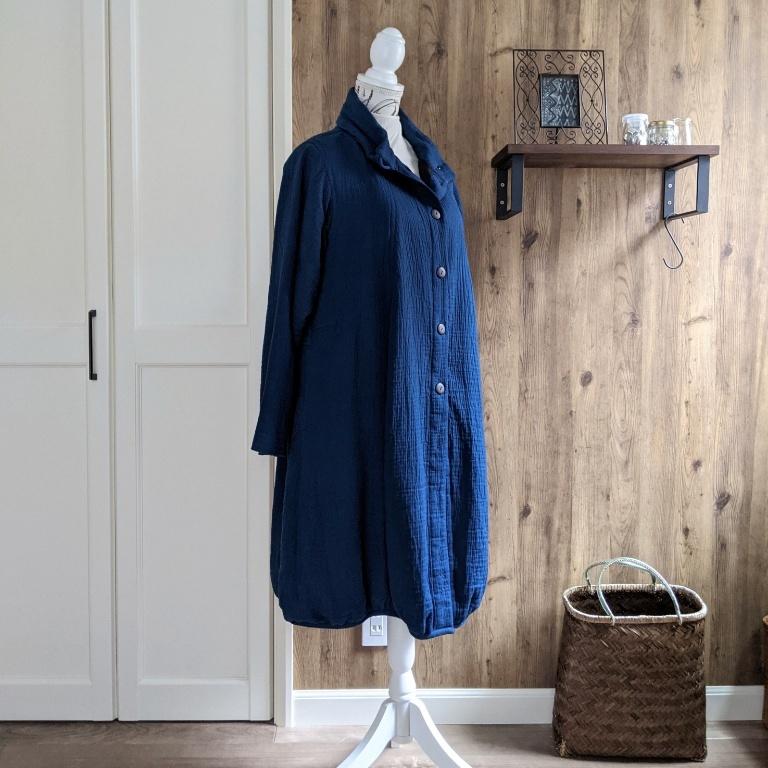 チェンマイ 青色のふんわりコート