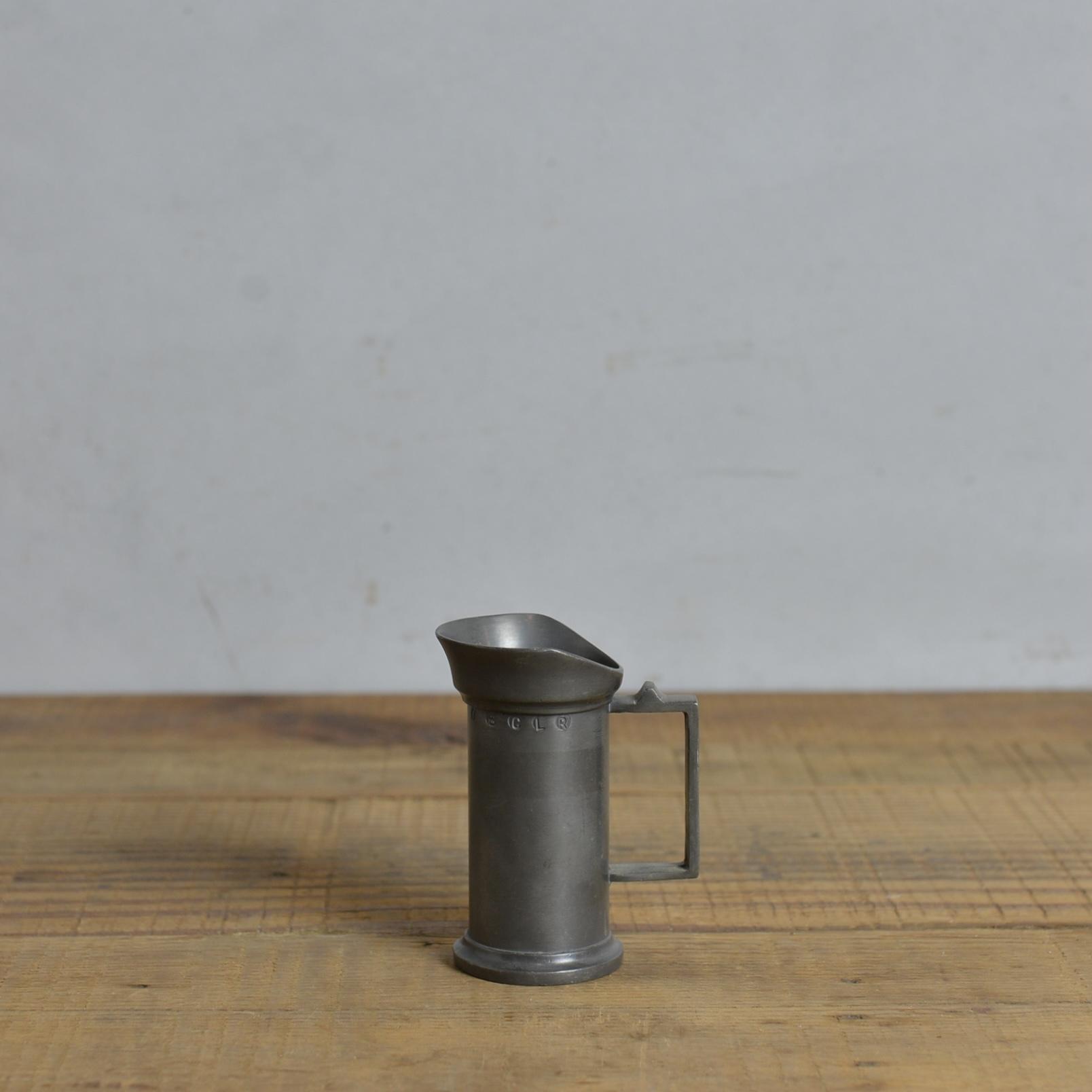 Pewter Measure Cup / ピューター メジャーカップ 〈計量カップ・ペン立て・花器・一輪挿し・アンティーク・ヴィンテージ〉 112260