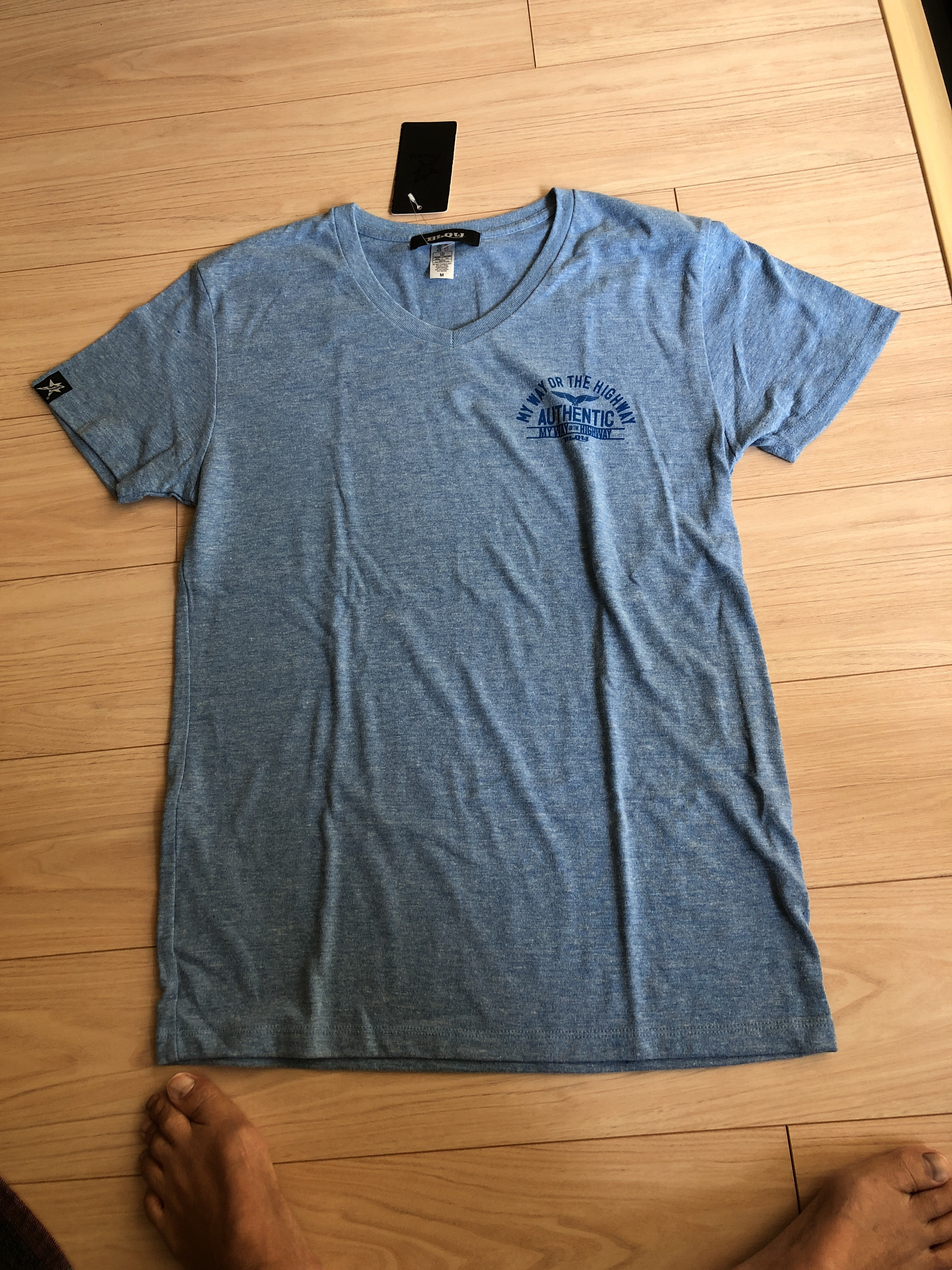 BLOW VネックTシャツ