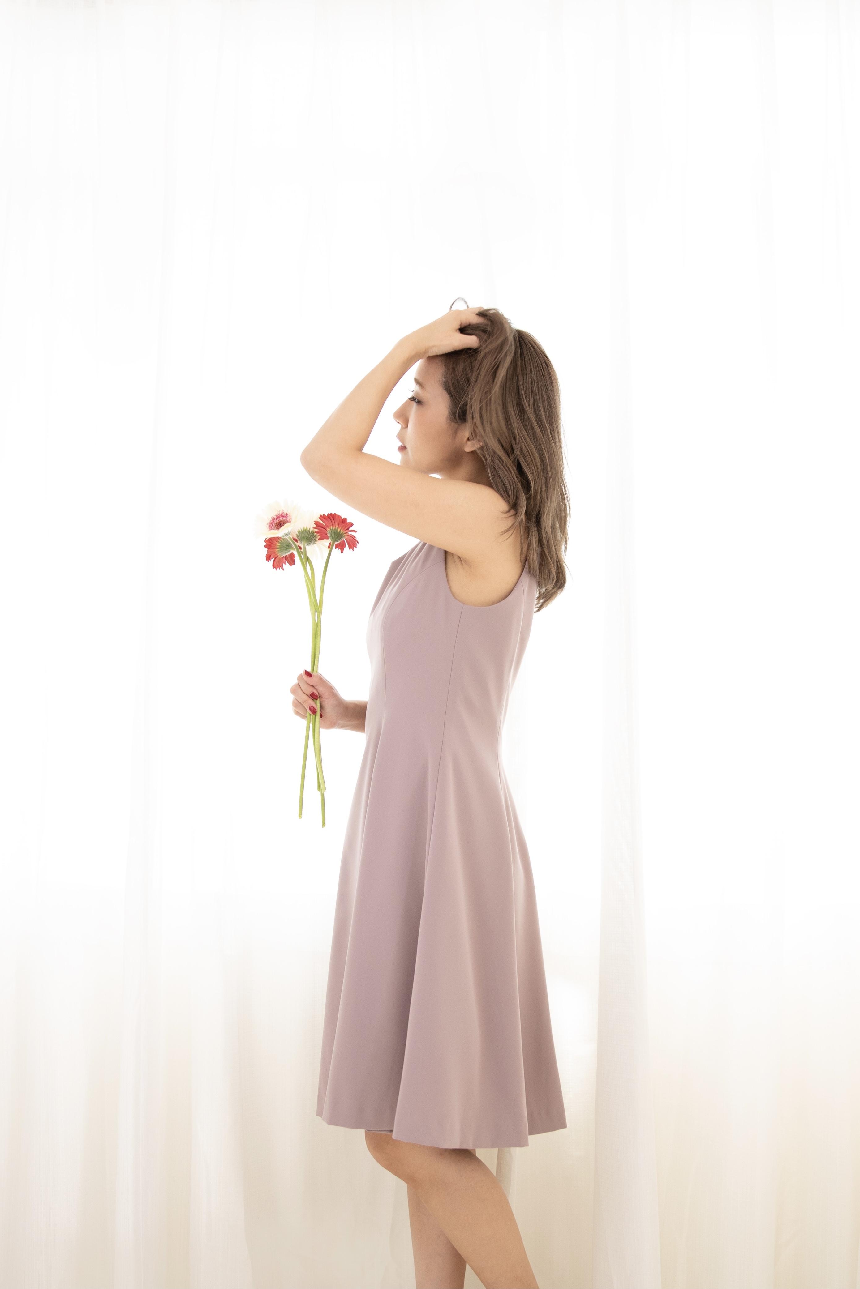 V-neck circular dress