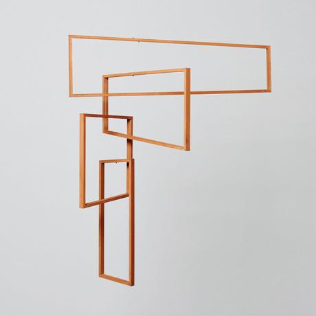木の窓枠が空気の流れを感じさせてくれる。【tempo mobile】perspective(パースペクティブ)