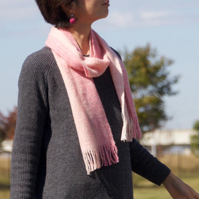 手紡ぎ手織りのマフラー〈やわらかタイプ〉(ピンク)