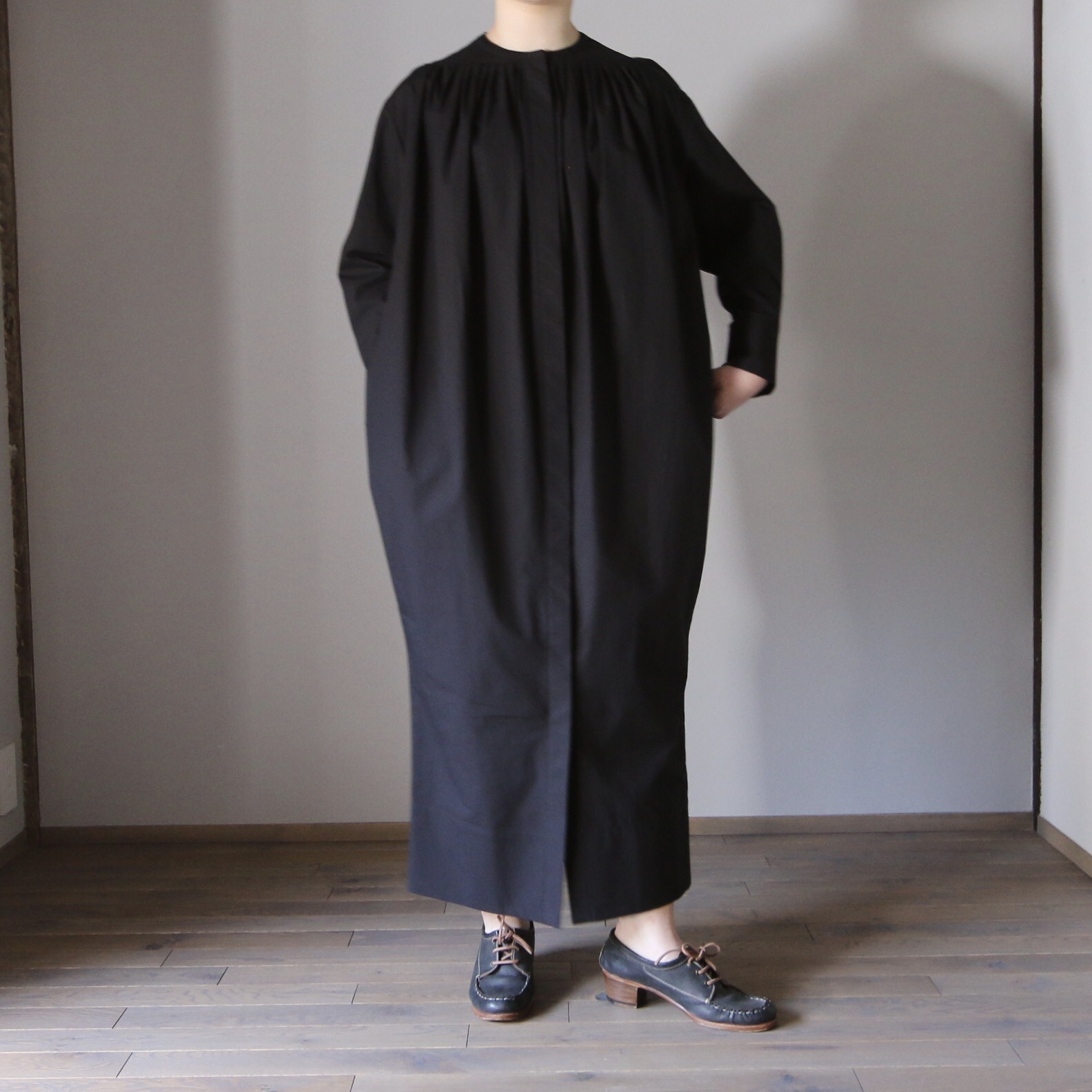 TENNE HANDCRAFTED MODERN/テン・ハンドクラフティッド・モダン SPINDLE LINE ONE-PIECE#21-021 BLACK