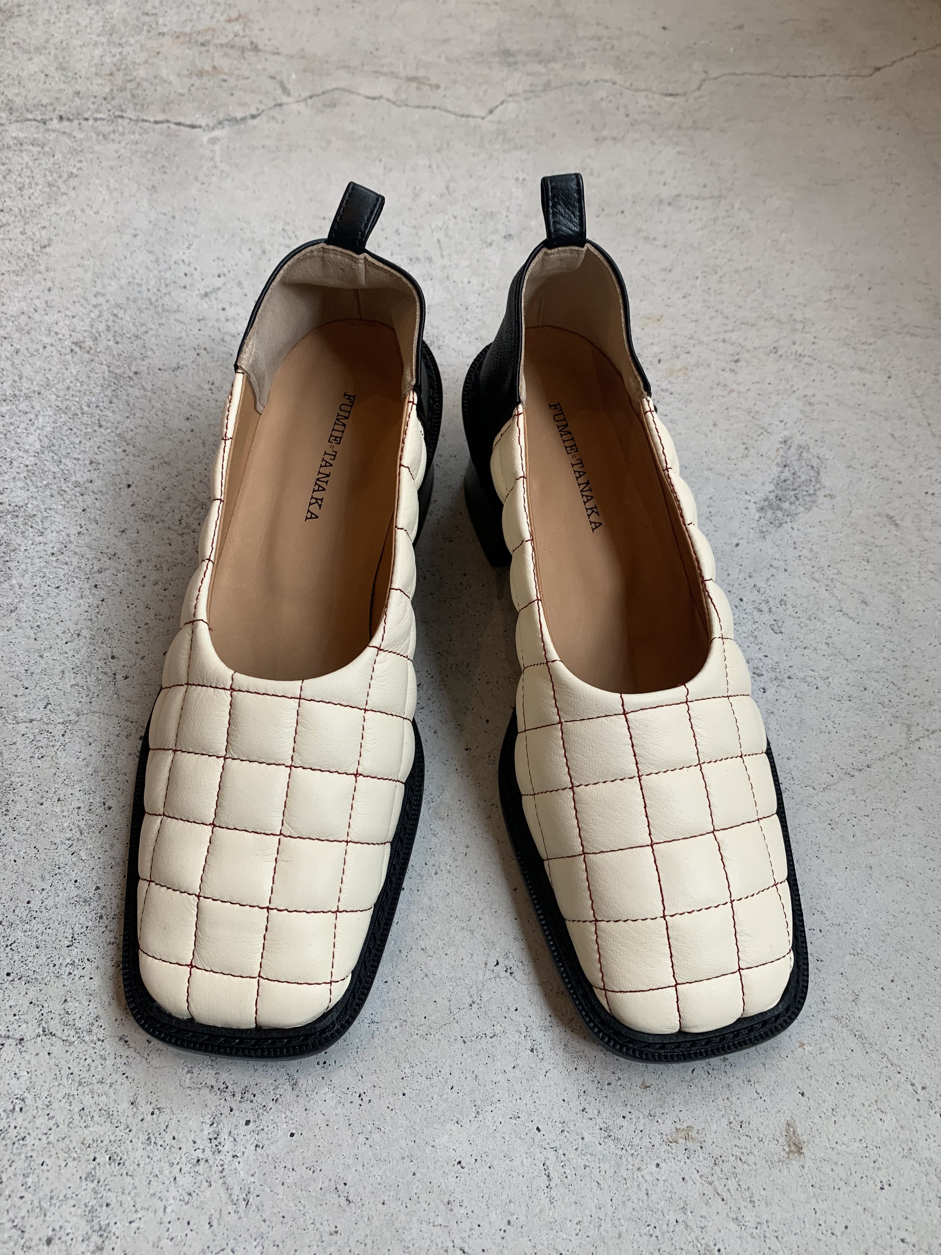 FUMIE=TANAKA    quilting leather shoes  (WHITE)