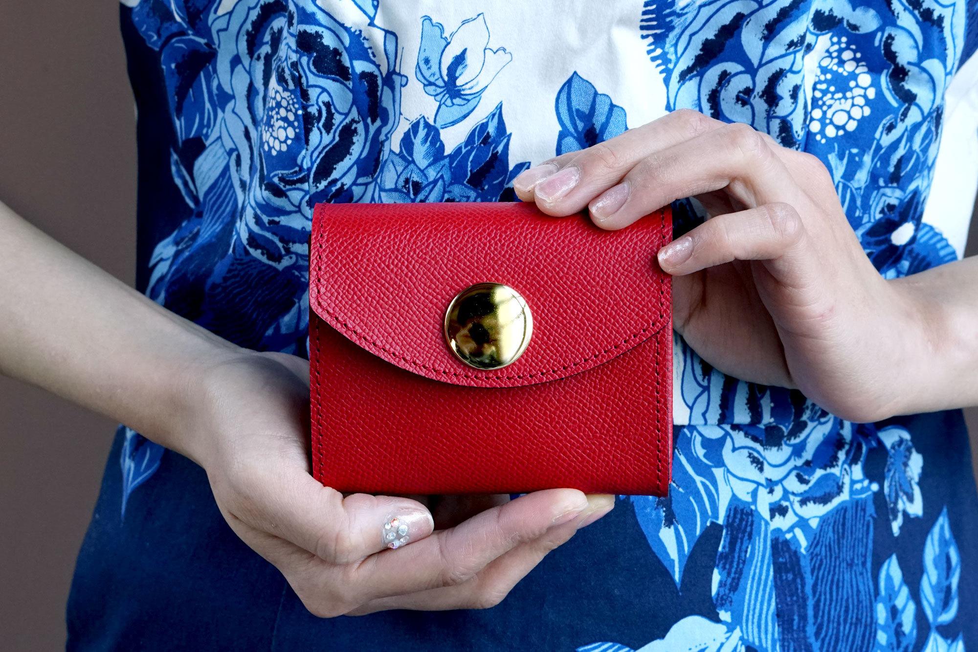 【新デザイン】身軽にキメたい時のコンパクト財布|ビッグボタン型/パーティーレザー・レッド