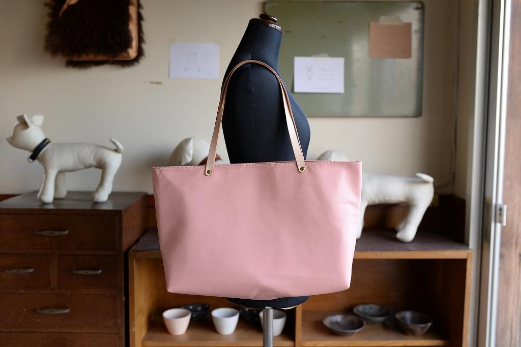 ピンクの牛革の軽いトートバッグ