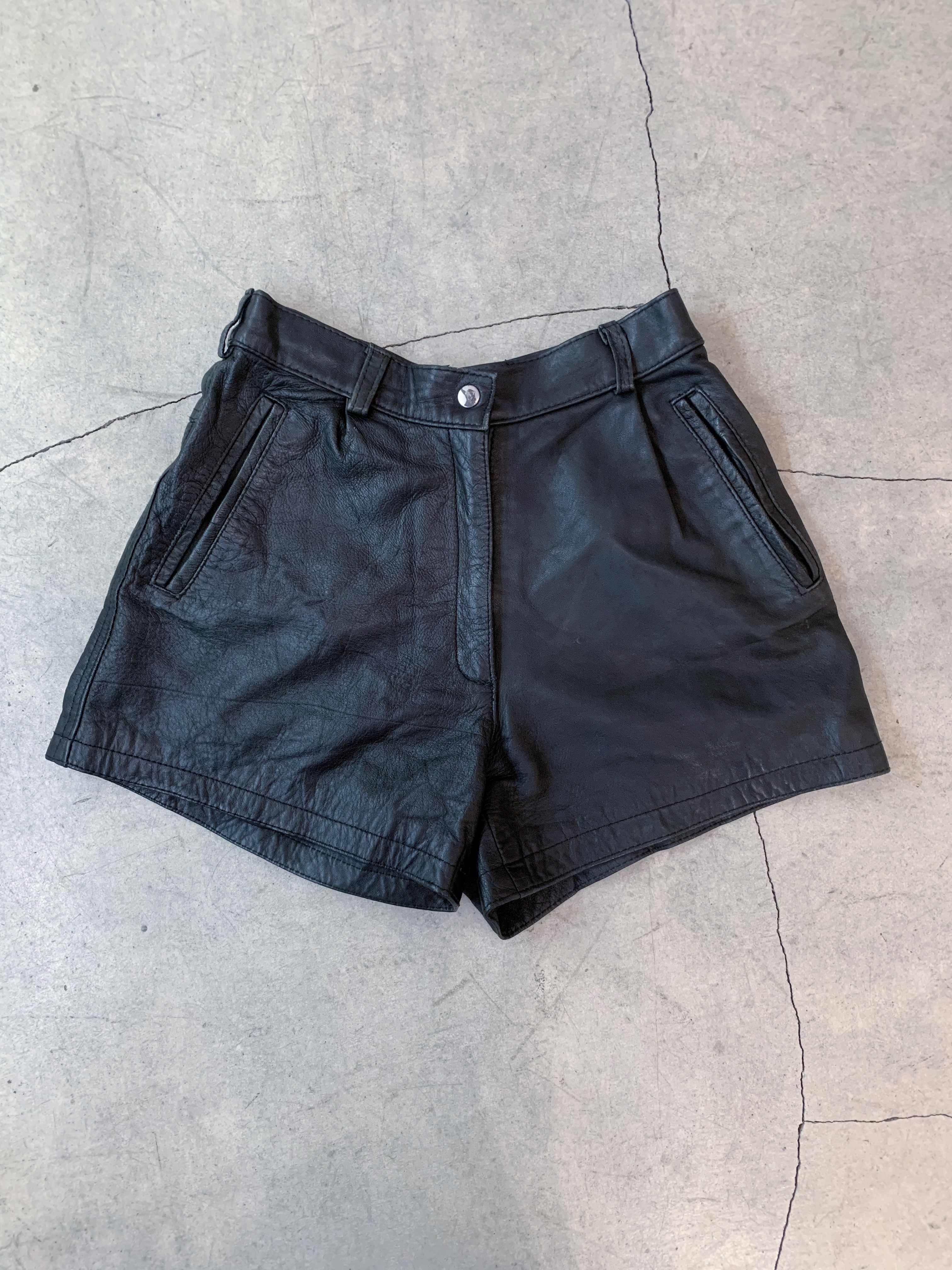 vintage real leather short pants